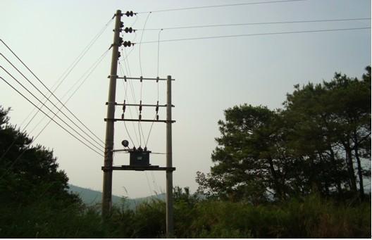 清远等地山区的高压输电线路