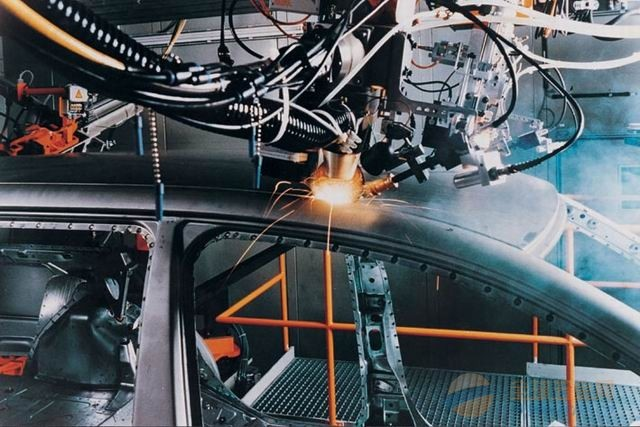 汽车车身焊接