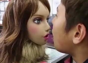 日本设计奇葩美女机器人:测口臭!