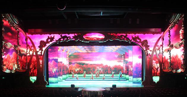 门形高清led屏与剧院的欧式装饰完美贴合