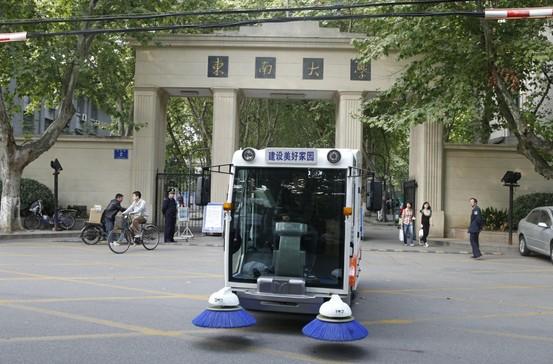 明诺大型锂电清扫车走进东南大学