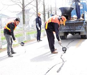 春季公路预防性养护打响养护高潮
