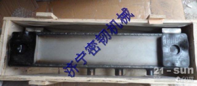 山推推土机配件TY160变矩器油冷器