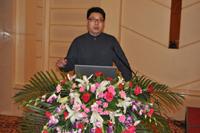 华东理工大学副教授张海涛先生做专题报告发言